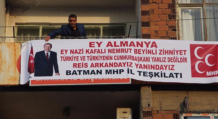MHP'li başkandan Cumhurbaşkanı'na pankartlı destek