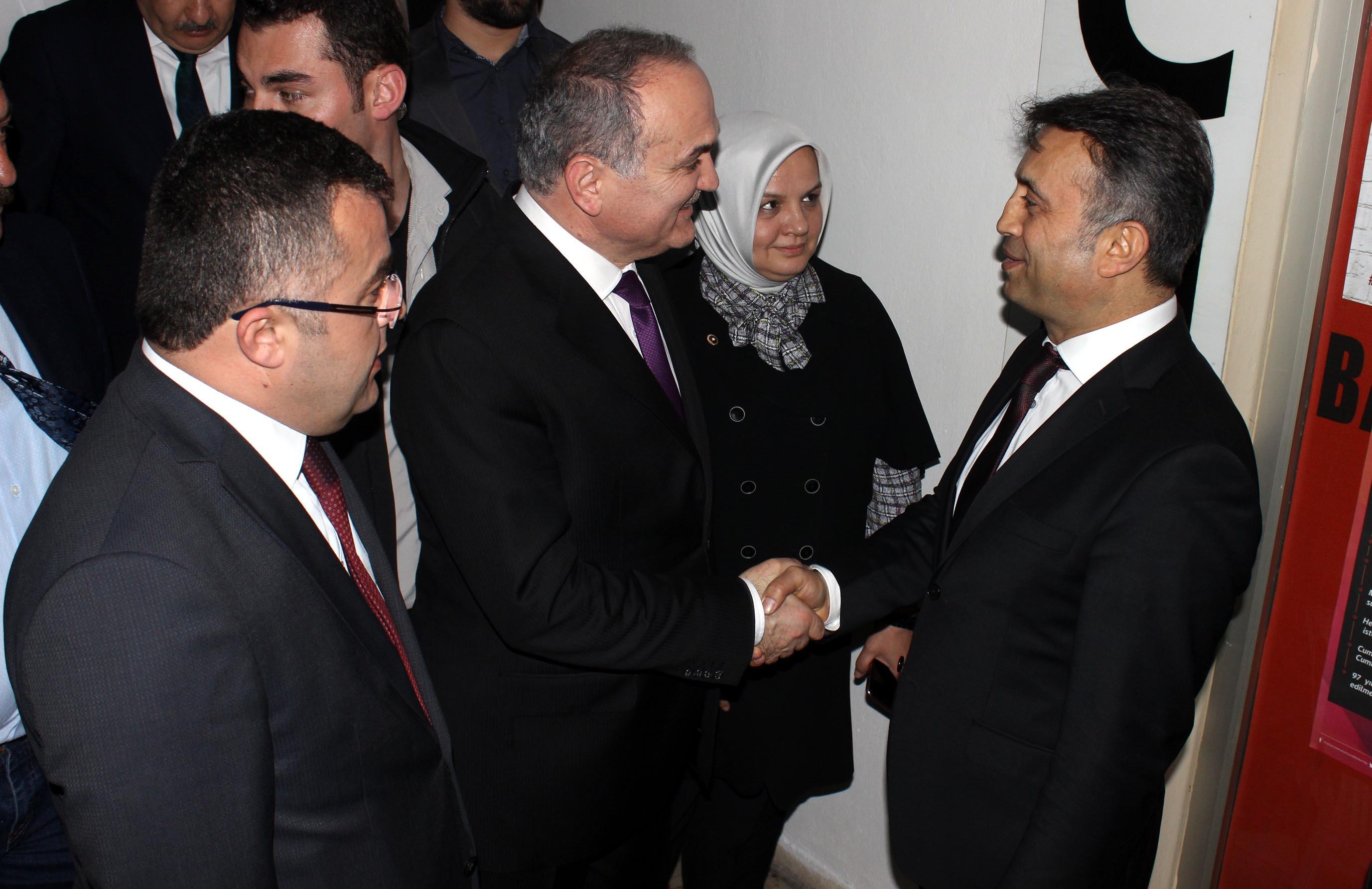 Bakan Özlü'den CHP'ye ziyaret