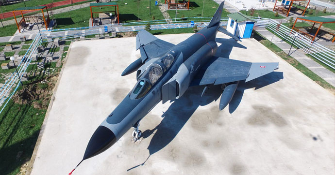 Demokrasi Parkı'na savaş uçağı