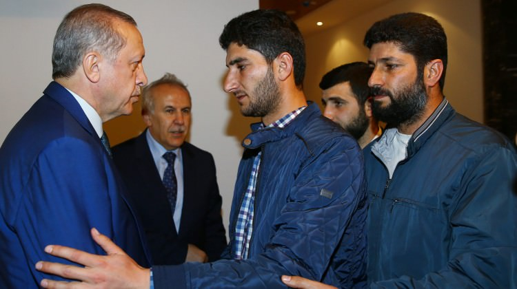 Sarın gazıyla öldürülen ikizlerin babası Erdoğan ile buluştu