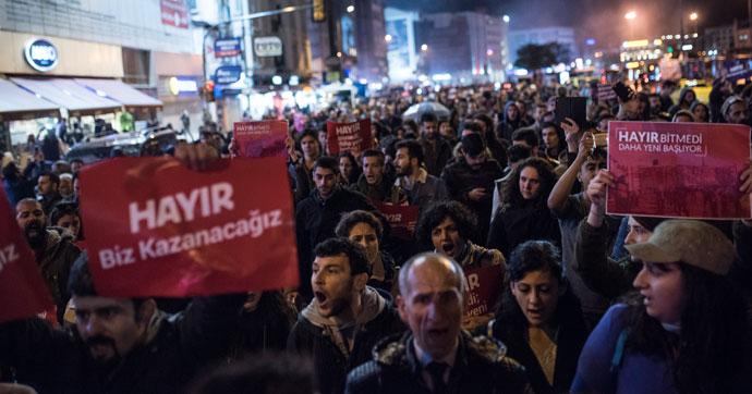 İstanbul'da referandum sonucu protesto edildi