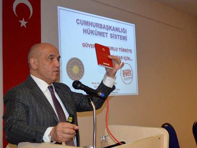 Erzurum'u adım adım gezip yeni anayasayı anlattı