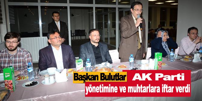 Başkan Bulutlar, AK Parti yönetimine ve muhtarlara iftar verdi
