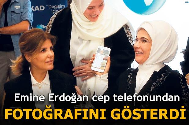 Emine Erdoğan fotoğraf baktı
