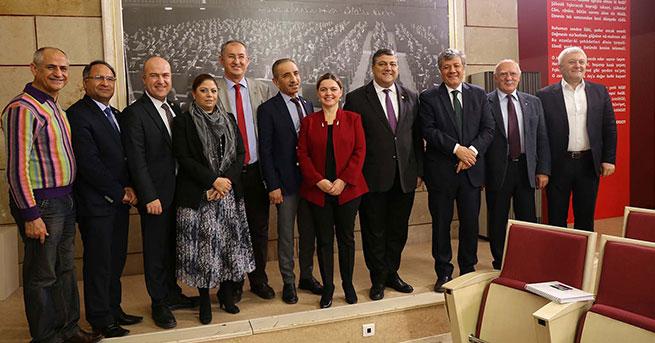 İzmir Marşı ile referandum çalışmaları