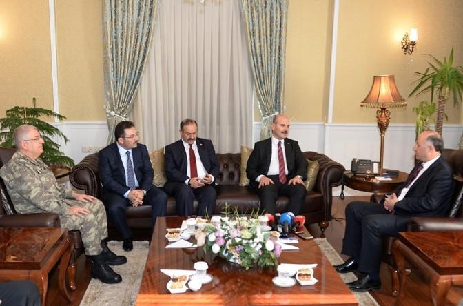 Bakan Soylu'dan Vali Azizoğlu'na ziyaret