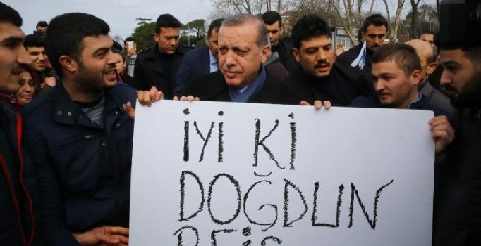 Erdoğan'a köşk girişinde yaş günü sürprizi