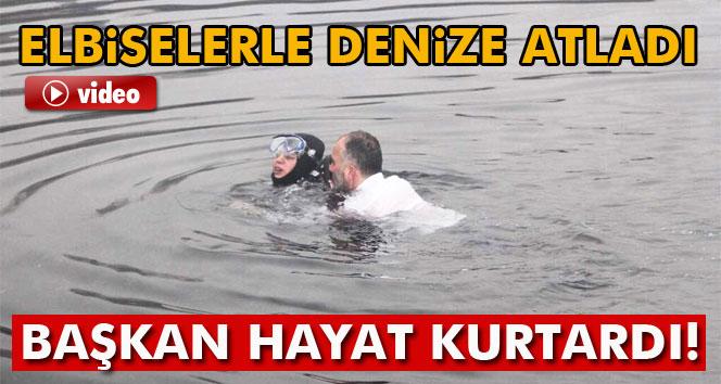Belediye başkanı fenalaşan dalgıcı kurtardı