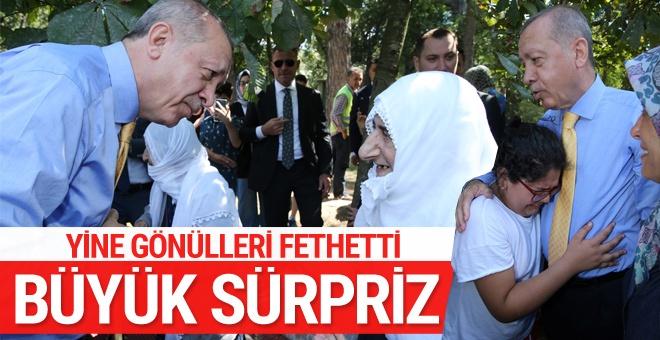 Erdoğan'dan iki yaşlı kadına sürpriz! Gönülleri fethetti
